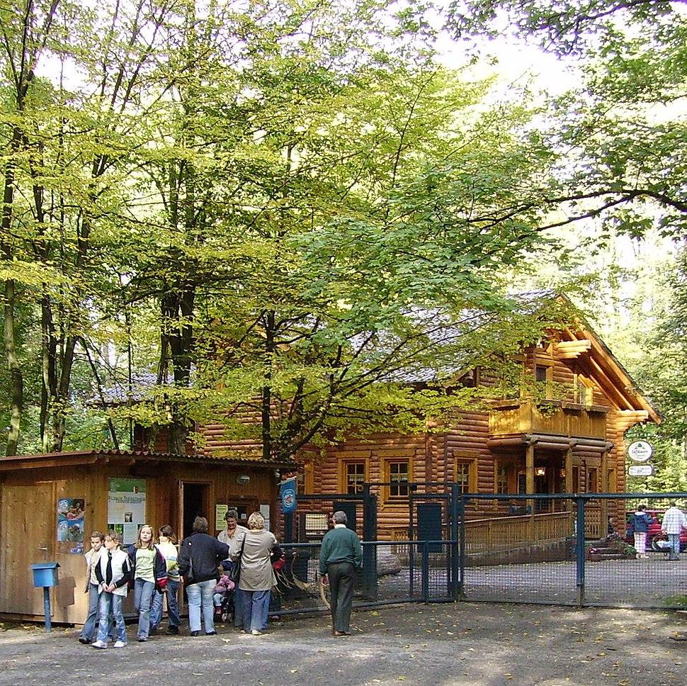 Ludwigshafen-Rheingoenheim Wildpark Eingang.jpg