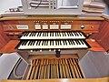 München-Harlaching, Klinikum Schuster-Orgel (Spieltisch) (2).jpg
