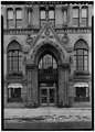 MAIN (WEST) ENTRANCE - Syracuse Savings Bank, 102 North Salina Street, Syracuse, Onondaga County, NY HABS NY,34-SYRA,35-3.tif