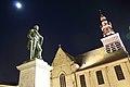 Markt met Onze-Lieve-Vrouw-Hemelvaartkerk en Egmontstandbeeld, Zottegem, Vlaanderen, België 02.jpg