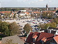 Marktplatz in Heide, Blick vom Rathausdach Richtung Nordosten; rechts im Hintergrund der Wasserturm.JPG