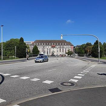 Martensdamm, Kiel-Damperhof; Blick auf Förde Sparkasse.jpg