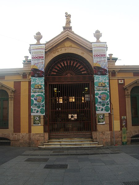 https://upload.wikimedia.org/wikipedia/commons/thumb/a/ac/Mercado_Central_Almería.JPG/450px-Mercado_Central_Almería.JPG