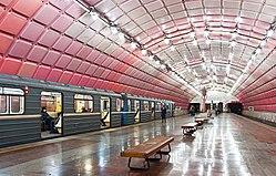 Metrobudivnikiv station 4 with train, Dnipropetrovsk.jpg