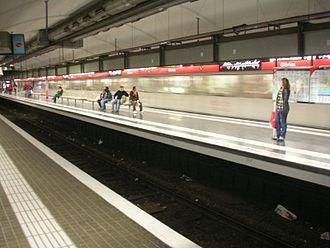 Glòries station - Glòries metro platforms