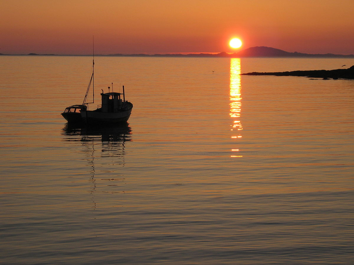 Midnight sun buldersanden norway.jpg