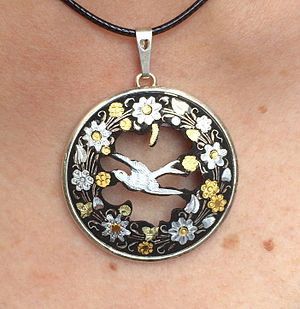 Damascening - Image: Modern damascene jewelry