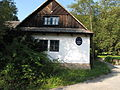 Mokřany (Velké Popovice), štít domu.jpg