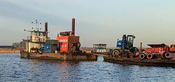 Motorschip en materieel van Waterwerken Nederland BV 04.jpg
