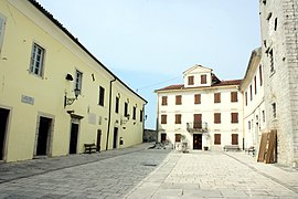 "Motovun, the square ""trg Andrea Antico"".jpg"
