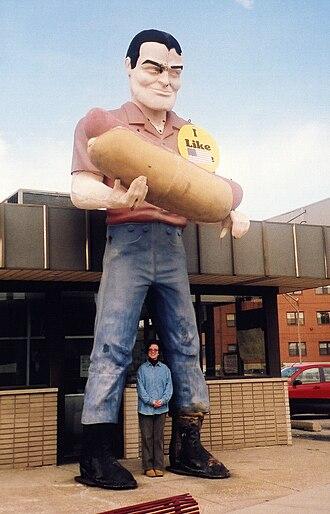 Muffler Men - A Muffler Man holding a hot dog at Bunyon's in Cicero, Illinois