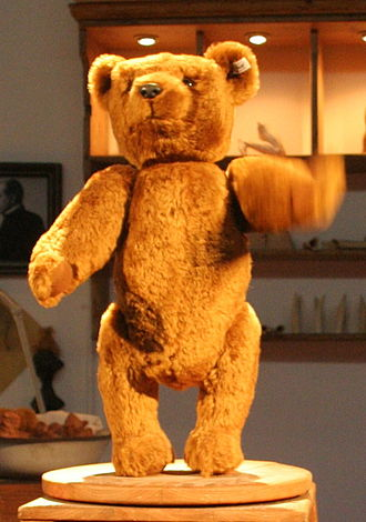 Stuffed toy - Replica of a German Steiff teddy bear from 1903