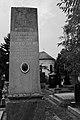 Nadgrobni spomenik Isidora Bajića.JPG
