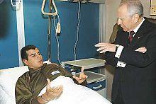 Ciampi in visita ad Armando Mirra, uno dei bersaglieri feriti