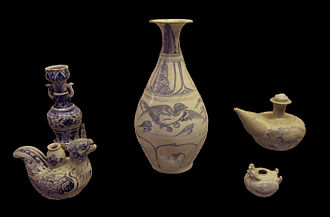 Vietnamese ceramics - Blue-and-white ceramic lampstand, and phoenix-shaped vase ewers dated to the Early Lê dynasty, 15th century. Provenance Chu Đậu kiln, Hải Dương province
