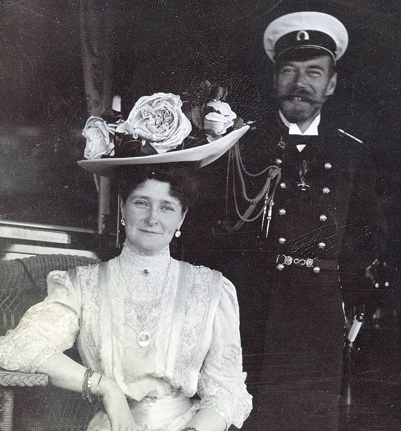 https://upload.wikimedia.org/wikipedia/commons/thumb/a/ac/Nicholas-and-Alexandra-the-romanovs-12206241-581-725.jpg/800px-Nicholas-and-Alexandra-the-romanovs-12206241-581-725.jpg