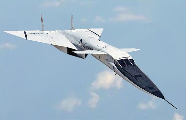 640px-North_American_XB-70_in_flight_%28modified%29.jpg