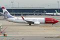 Norwegian (Ivo Caprino livery), LN-NGD, Boeing 737-8JP (15834110164).jpg