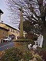 Oingt - Croix place du Marché (déc 2018).jpg