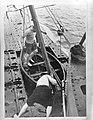 Onderzeeboot Hr. Ms. O21. sloep wordt vrijgemaakt, Bestanddeelnr 935-0316.jpg