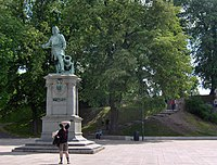 Oslo - foran rådhuset (4689094642).jpg