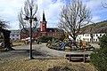 Osterbrunnen mit Osterkrone Berga Elster 2H1A6058WI.jpg