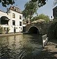 Overzicht van de achtergevel met zicht op de gracht, werf en brug - Utrecht - 20414432 - RCE.jpg