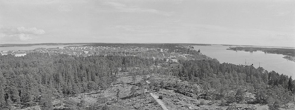 Panoramabillede fra Badehusbjerget over Mariehamn i 1944 før områdeinkorporeringen i 1961.