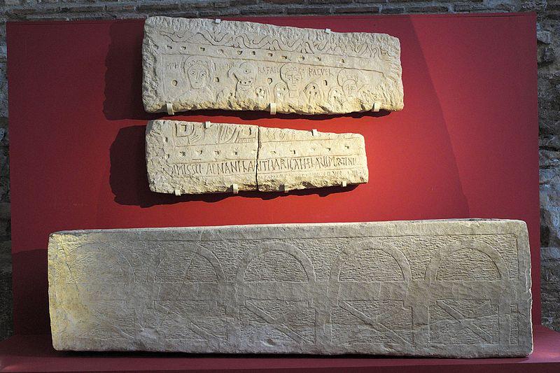 File:Paris Musée Cluny Sarcophage Relief 162.jpg