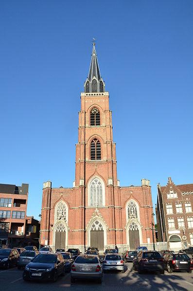 Parochiekerk Onze-Lieve-Vrouw en Sint-Rochus, Boom