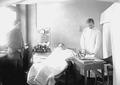 Patient bei der Bergonie-Behandlung im neurologischen Saal - CH-BAR - 3240231.tif