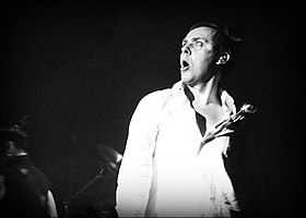 Photo of Peter Murphy from a 2006 Bauhaus concert