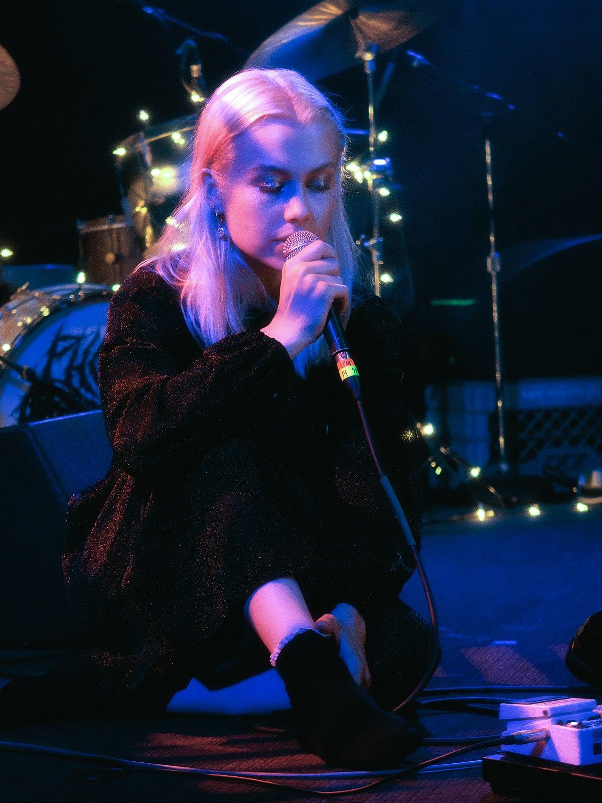 Phoebe Bridgers - Wikipedia