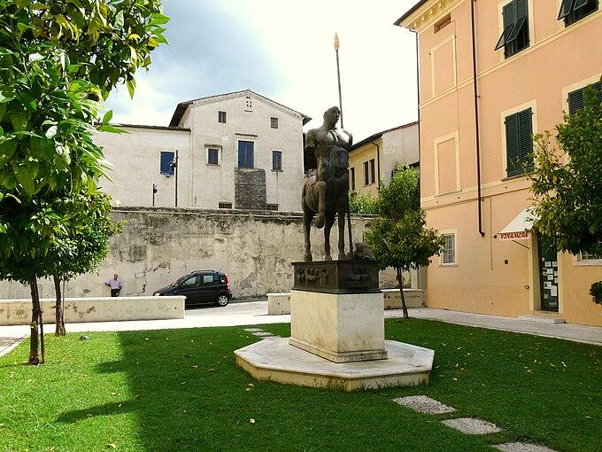 Pietrasanta-piazza del Centauro