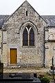 Pignon du croisillon sud de l'église Saint-Pierre (Vaux-sur-Seulles, Calvados, France).jpg