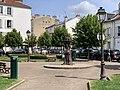 Place Henri IV Charenton Pont 2.jpg