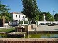 Plaza y fuente en Cubas de la Sagra.jpg