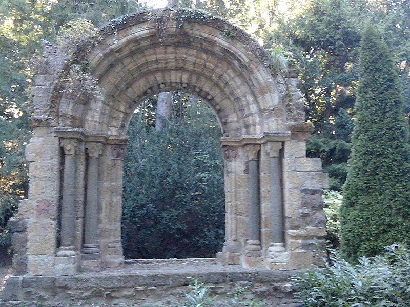 Portail roman de l'abbaye de Vorey (Classé)