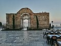 Portale della Chiesa di San Pietro sulla passeggiata archeologica.jpg