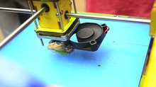 ファイル:Printing in progress in a 3D printer.webm