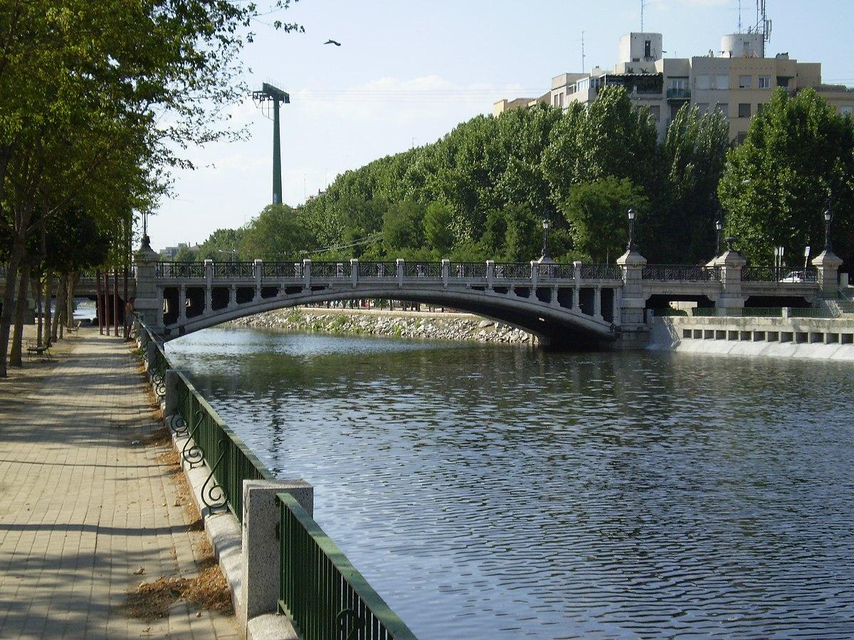 Puente de la reina victoria madrid wikipedia la for Piscina villares de la reina