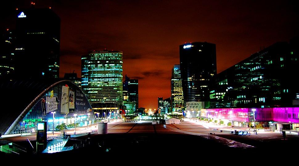 Quartier de la Défense la nuit