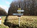 RD 36 et RD 84 (Indre) - Sainte-Sévère-sur-Indre (36) - Panneau de signalisation directionnelle de position.jpg