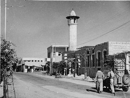 A second mosque in Ramleh, 1948, from the Palmach archive Ramleh mosque.jpg