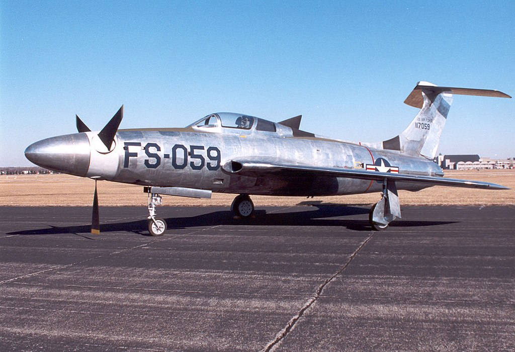 https://upload.wikimedia.org/wikipedia/commons/thumb/a/ac/Republic_XF-84H_USAF.jpg/1024px-Republic_XF-84H_USAF.jpg