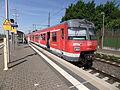 Riedstadt-Goddelauer Bahnhof- auf Bahnsteig zu Gleis 2- Richtung Frankfurt am Main (S-Bahn Rhein-Main 420 809-6) 17.5.2012.JPG