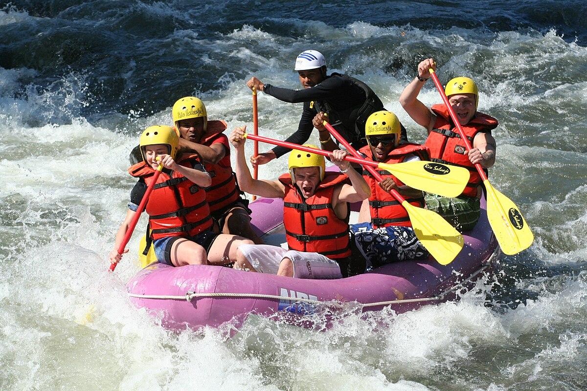 Personas haciendo rafting en el río Jalcomulco
