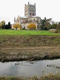 River Swilgate sweeps past Tewkesbury Abbey - geograph.org.uk - 1036950.jpg