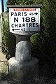 Rochefort-en-Yvelines Borne Michelin 867.jpg
