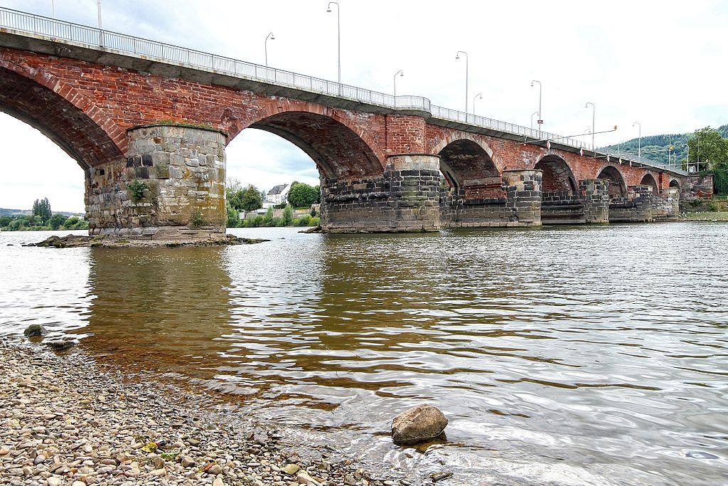 Roemerbruecke über die Mosel bei Trier